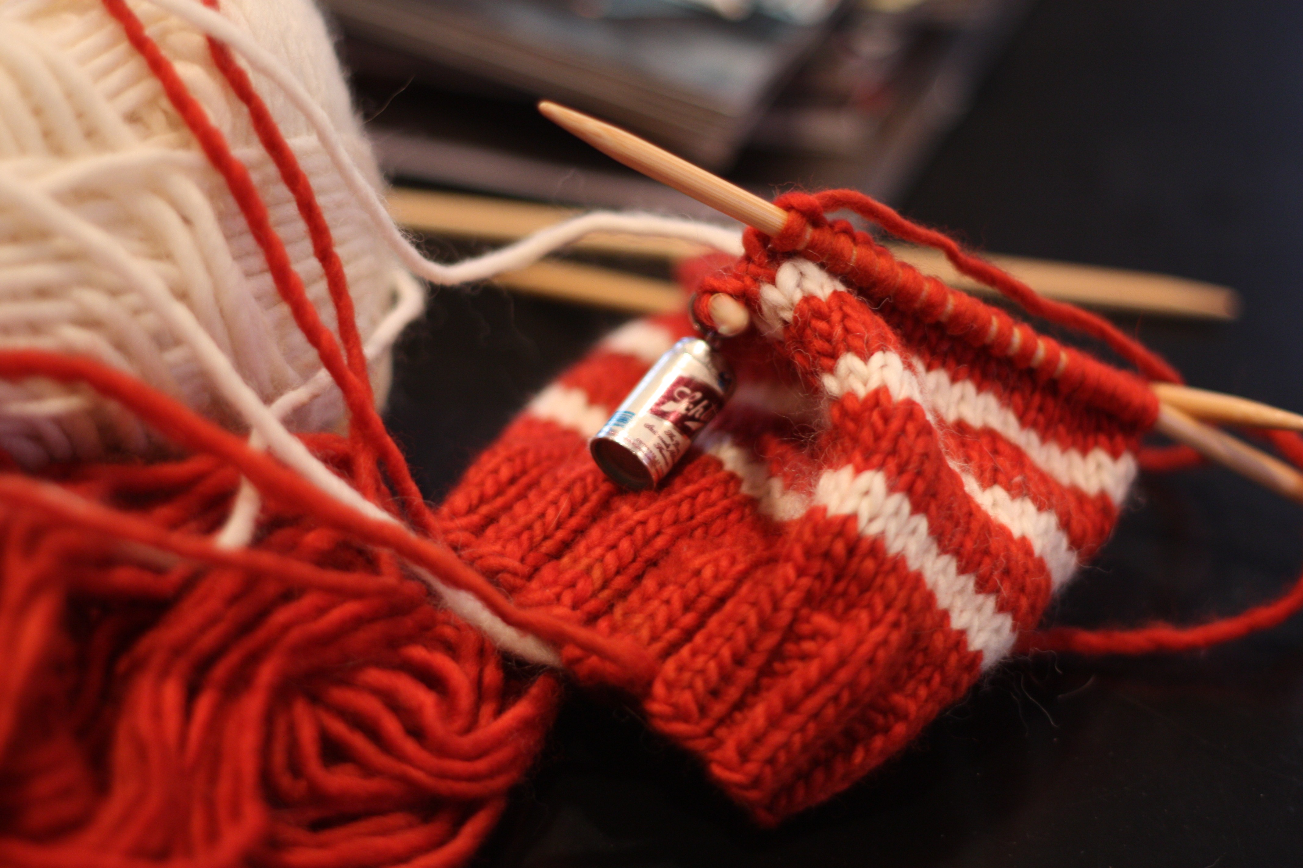 366 50 56 run knit hitched. Black Bedroom Furniture Sets. Home Design Ideas